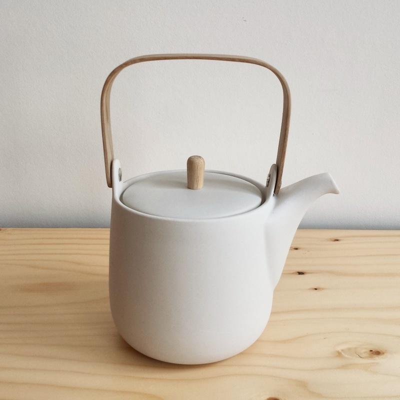 Weiße Teekanne handgefertigte weiße teekanne aus porzellan sue pryke aus