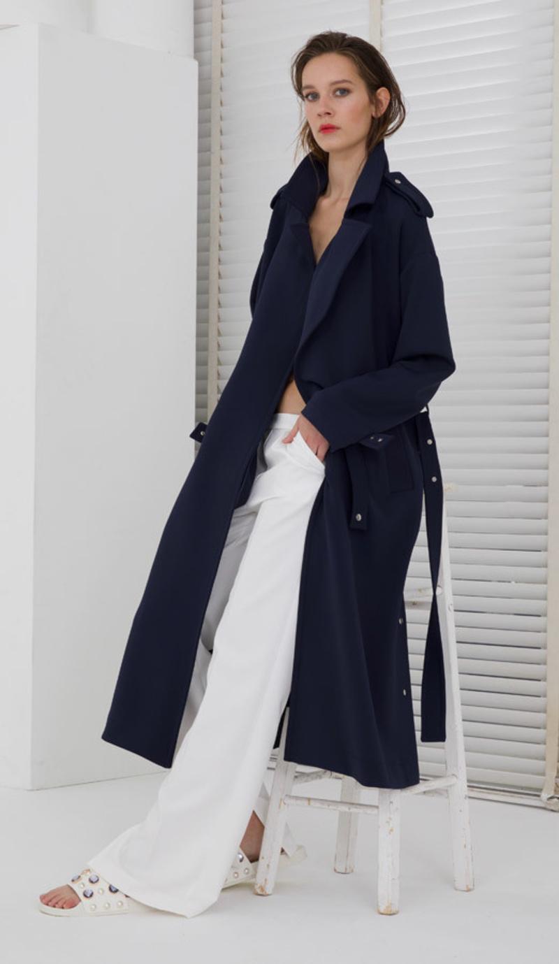 online store d5dff 27596 Langer Damenmantel im edlen Blau aus Hamburg auf PRODUCTMATE